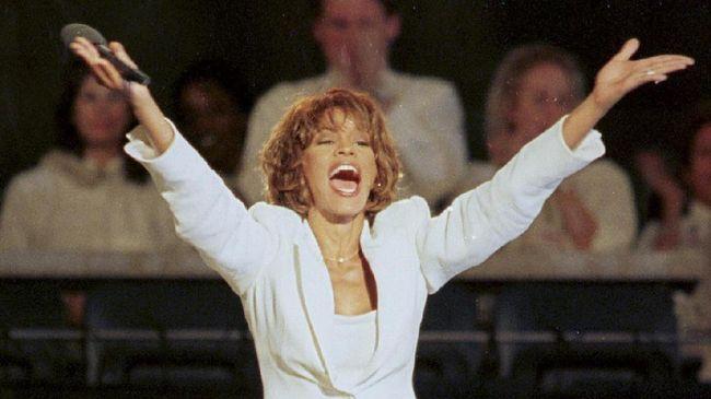 Konser pertama dari mendiang Whitney Houston dalam bentuk hologram nyatanya menuai kritikan dari penggemarnya sendiri.