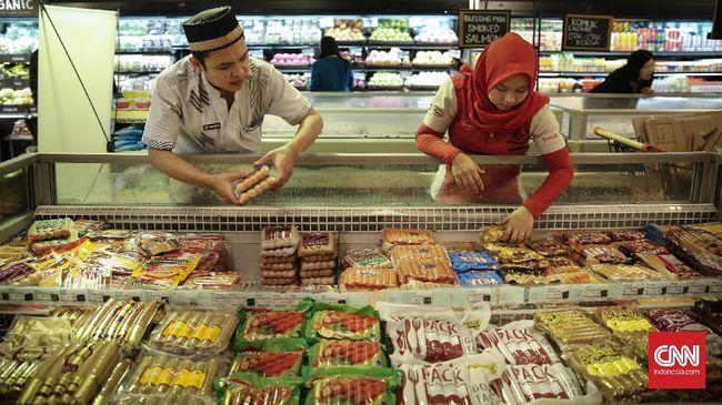 Pengusaha memperkirakan penjualan makanan dan minuman selama Ramadan dan Lebaran tahun ini meningkat 20 persen di banding bulan sebelumnya.