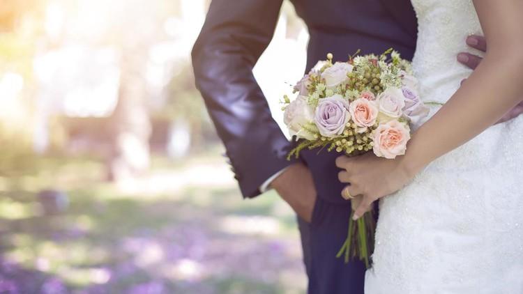 Seorang ayah dikenal sebagai sosok galak. Namun, cap itu bisa berubah ketika seorang ayah menikahkan putrinya.