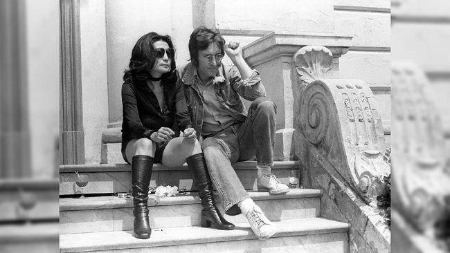 Mark David Chapman mengaku di masa mudanya dia dilanda masalah, rendah diri dan terobsesi membunuh John Lennon agar terkenal.