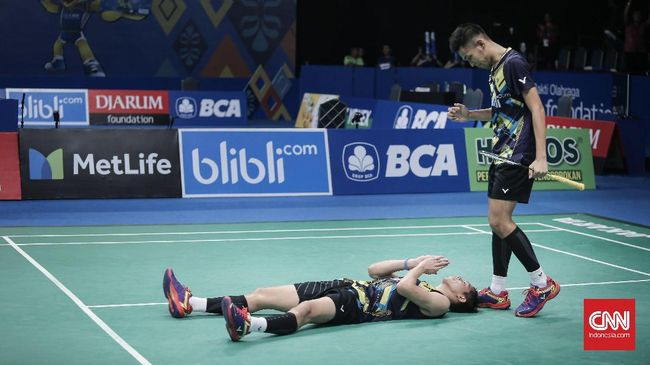 Pasangan ganda putra Indonesia, Fajar Alfian/Muhammad Rian Ardianto gagal melaju ke final Hong Kong Terbuka 2018 usai dikalahkan Fajar Alfian/Muhammad Rian.