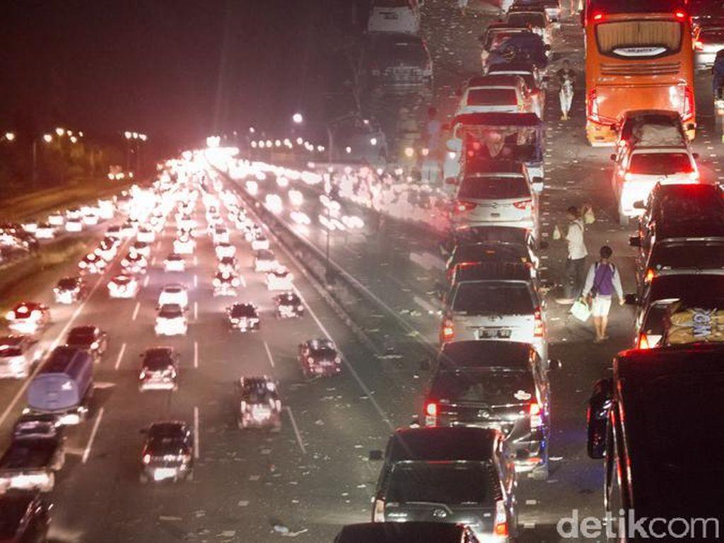 Puncak Arus Balik, Tol Cipali ke Arah Jakarta Padat Merayap