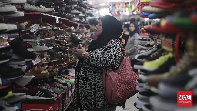 Ekonom khawatir kenaikan Pajak Pertambahan Nilai (PPN) akan berdampak pada ekonomi, terutama melemahkan daya beli masyarakat.