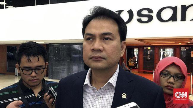 Wakil Ketua DPR RI Azis Syamsuddin meminta TNI AL memperkuat pengawasan bawah laut usai ditemukan seaglider di Perairan Selayar, Sulawesi Selatan.