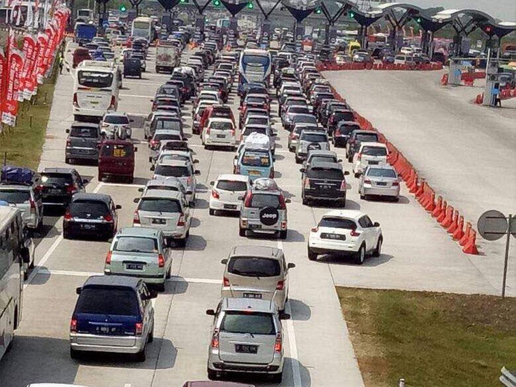 Hari ini Volume Kendaraan di Palimanan Meningkat 4 Kali Lipat