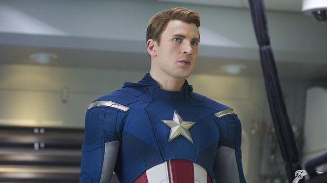 Sutradara 'Avengers: Infinity War' menjawab spekulasi yang berkembang soal Captain America yang tampil beda di cuplikan film tersebut.