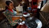 Di Kampong Thom, Kamboja, laba-laba menjadi menu makanan populer dan kerap disajikan sebagai camilan atau bahkan manisan. Berani mencoba?