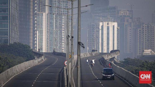 Warga Betawi memilih menikmati sejenak situasi ibu kota Jakarta yang sepi, dari penatnya rutinitas dan kepadatan arus lalu lintas sehari-hari.