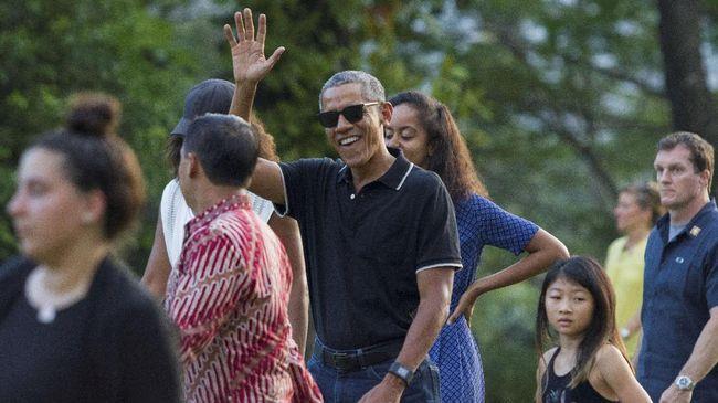 Dalam kunjungannya di Yogyakarta, Obama dan keluarga bersantap siang dengan aneka sajian organik khas Indonesia di restoran Bumi Langit, Bantul.