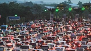 Arus Balik, Polisi Berlakukan Contra Flow 30 Km Tol Cikampek