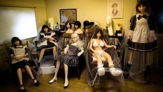 Boneka Bayi, 'Anak' Pria yang Tunangan dengan Boneka Seks