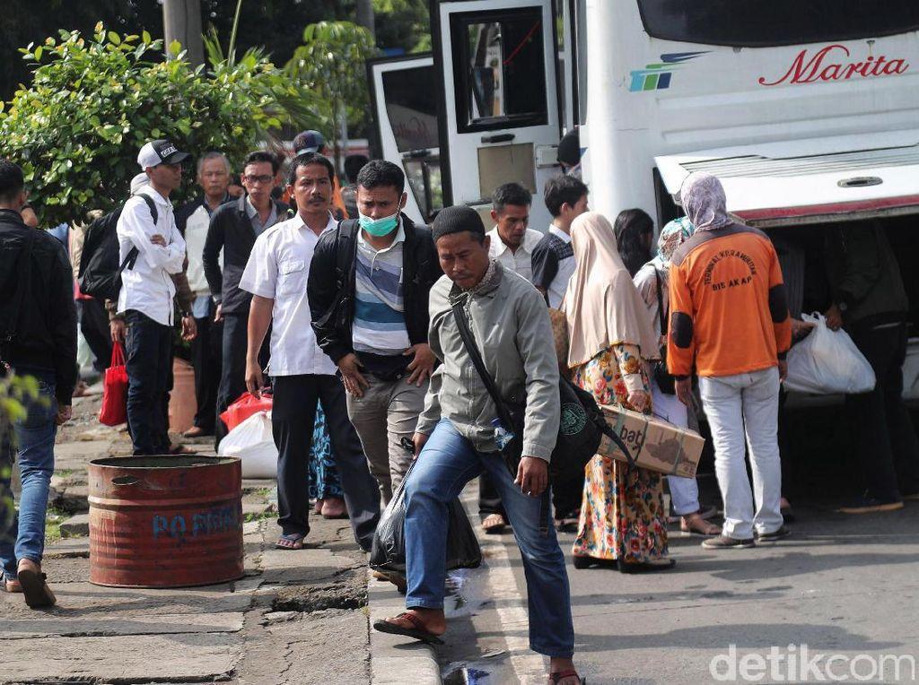 Usai Lebaran, Pencari Kerja Ramai-ramai Serbu Jakarta