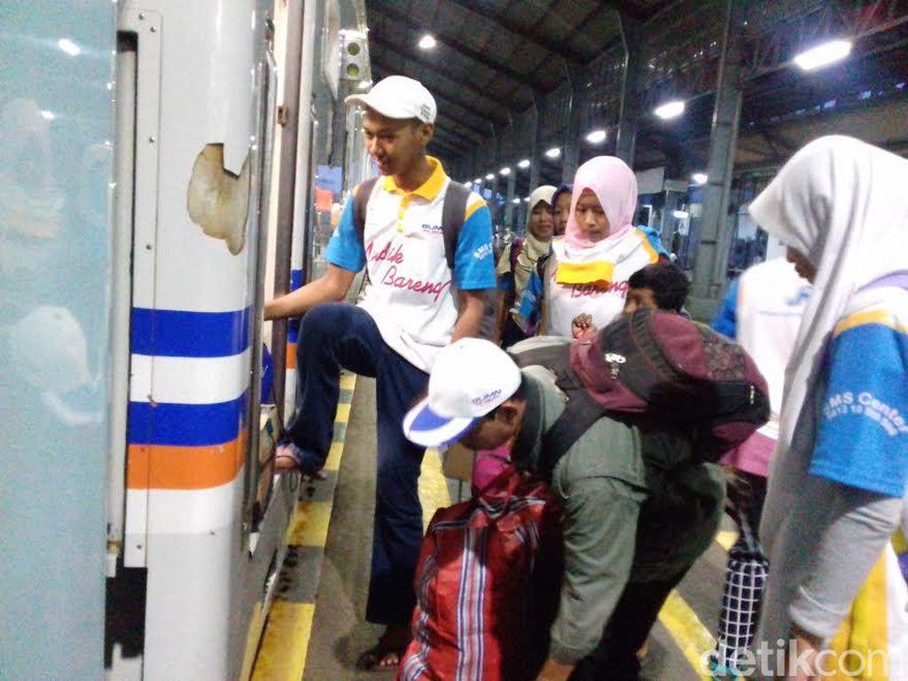 Kementerian BUMN Pulangkan 1.216 Pemudik Solo ke Jakarta dengan KA