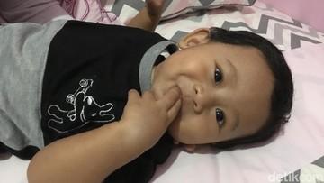 Bayi 'Hobi' Masukkan Tangan ke Mulut Itu Nggak Perlu Dilarang