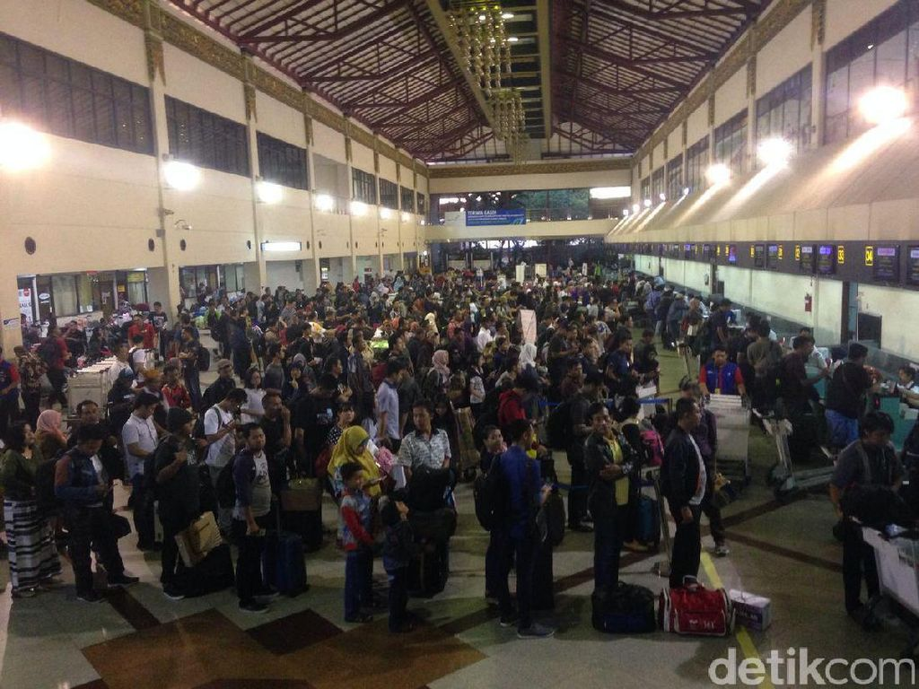 Penumpang di Bandara Juanda Meningkat Saat Arus Balik