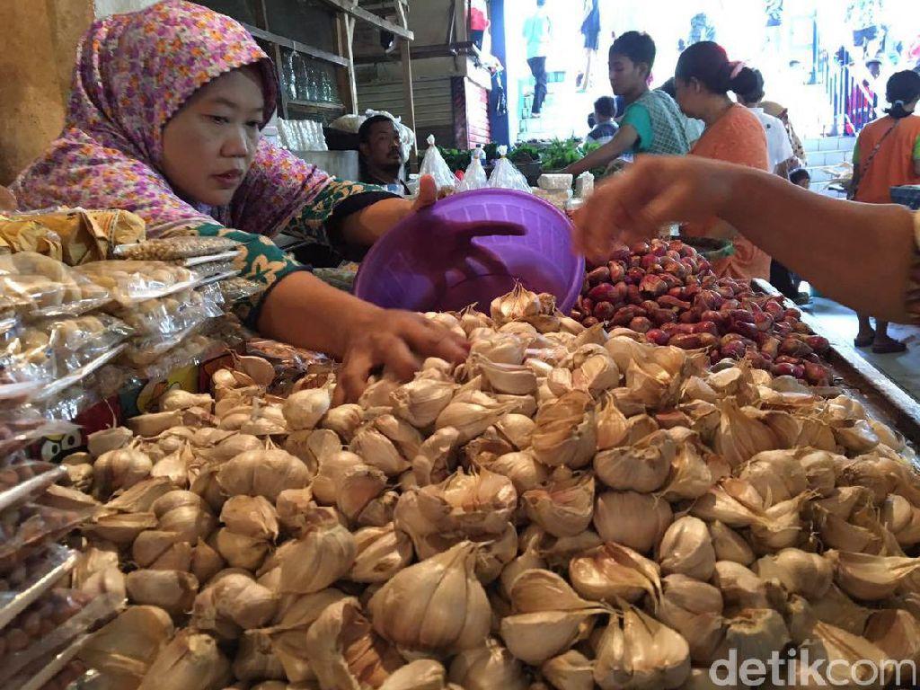 Lebaran Usai, Pedagang: Bawang Putih Kating Masih Rp 70.000/Kg