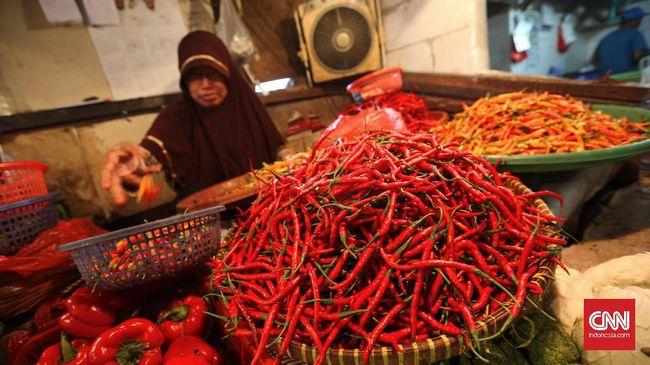 Dalam tiga tahun pemerintahan Jokowi, laju inflasi menurun dari 4,49 persen secara tahunan (yoy) pada September 2014 menjadi 3,72 persen pada September 2017.