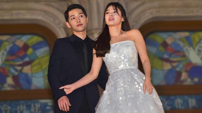 Kabar cerai pasangan Song Joong-ki dan SongHye-kyo langsung mendapatkan respon duka dari para penggemar di lini massa Twitter.