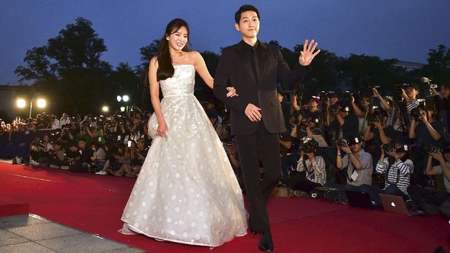 Song Joong Ki Tolak Banyak Tawaran Kerja Demi Urus Pernikahan