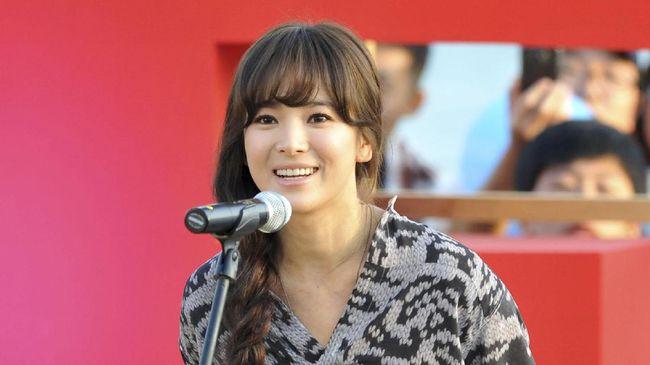 Song Hye Kyo dikenal memiliki gaya berbusana yang seksi namun tidak vulgar. Intip gayanya yang disukai pria dan kerap disontek wanita.