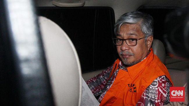 Hakim Pengadilan Tinggi DKI Jakarta menjatuhkan denda Rp1 miliar kepada Nur Alam, dan wajib membayar uang pengganti sebesar Rp2,7 miliar.