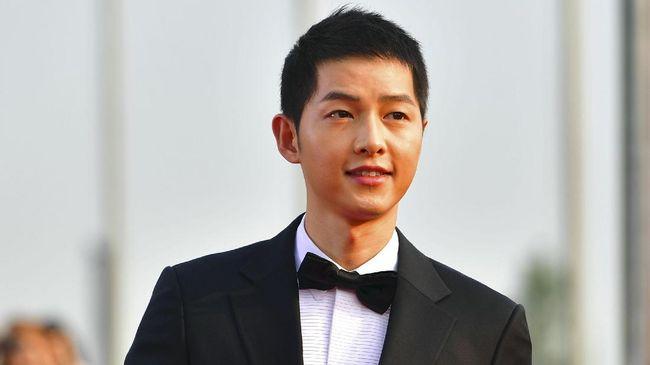 Aktor Song Joong Ki merayakan sepuluh tahun berkarier lewat gelaran temu sapa bersama penggemar pada akhir pekan kemarin.