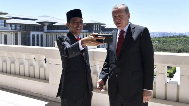 Presiden Jokowi mengutuk keras serangan Israel ke teritori Palestina yang menyebabkan ratusan nyawa warga melayang.