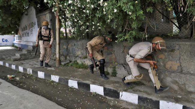 Pemerintah India memutuskan mencabut daerah istimewa dari pemerintah Kashmir sebagai dampak krisis keamanan sejak akhir pekan lalu.