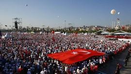 Erdogan 'Otoriter' Pascakudeta, Ratusan Ribu Warga Protes