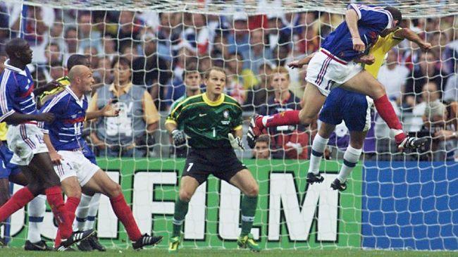 Keberhasilan Prancis meraih trofi Piala Dunia 1998 dan 2018 tak terlepas dari jasa para pemain muslim.