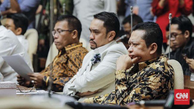 Wakil Ketua Komisi III DPR RI Ahmad Sahroni mendukung langkah Polri menindak pinjaman online (pinjol) ilegal karena sudah banyak memakan korban masyarakat.