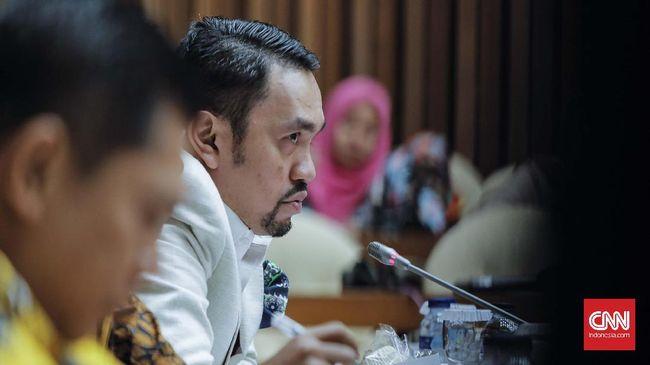 Wakil Ketua Komisi III DPR RI, Ahmad Sahroni, menyatakan tindakan Ustaz Maaher At-Thuwailibu melalui kicauannya terhadap Luthfi bin Yahya jelas kriminal.