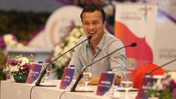 Nicholas Saputra Unggah Foto Cewek, Netizen Patah Hati Lagi