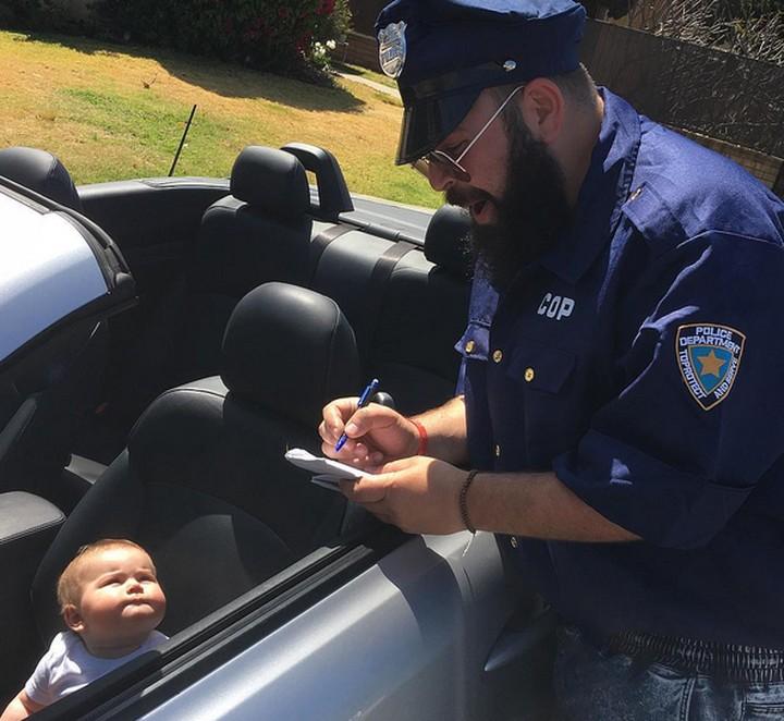 <p>Pengemudi cilik ini melakukan kesalahan apa Pak Polisi? Kok sampai ditilang. (Foto: Instagram/@sbsolly) </p>