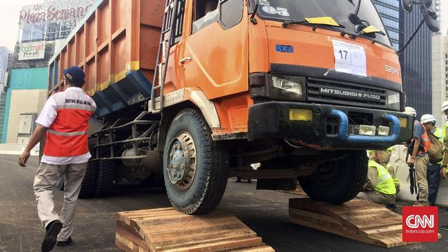 Pembatasan jam operasional truk berdasarkan kesepakatan warga dan pengelola truk setelah terjadi insiden kecelakaan yang menewaskan seorang warga setempat.