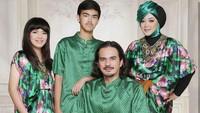 <p>Dari pernikahannya dengan Teddy Syah, Rina Gunawan dikaruniai dua orang anak bernama Aqshal Ilham Syafatullah dan Karnisya Rahmasyach. (Foto: Instagram @rinagunawan28)</p>
