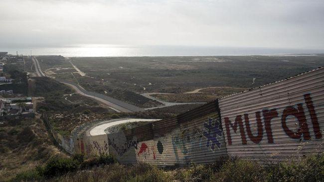 Infeksi virus corona yang kian tinggi di AS membuat perbatasan dengan Kanada dan Meksiko akan tetap ditutup hingga 21 Desember 2020.