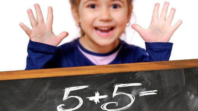 Kalimat positif dan optimistis yang diucapkan dapat meningkatkan kemampuan anak menyelesaikan soal matematika.