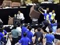 Kericuhan di Parlemen Taiwan, Oposisi Tumpahkan Jeroan Babi