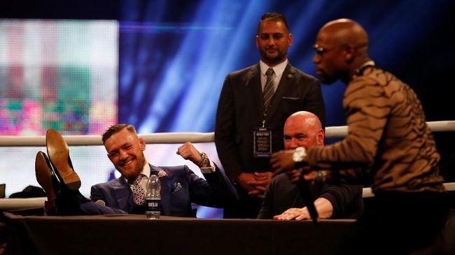 Dana White menegaskan Conor McGregor harus bisa mencari peluang untuk menyakiti Floyd Mayweather Jr. bila ingin mengalahkan lawannya itu.
