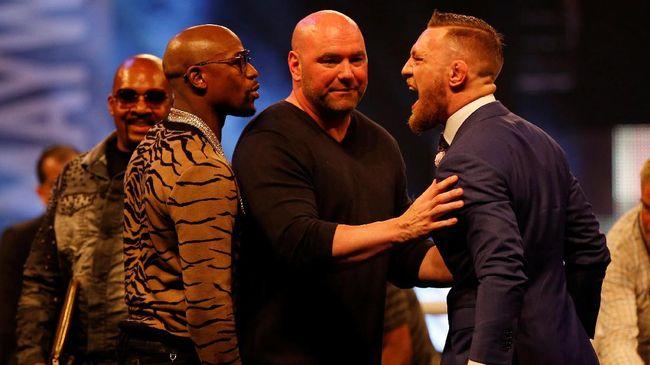 McGregor Pegang Kepala Mayweather di London