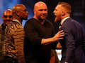 McGregor Pegang Kepala Mayweather di London