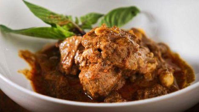 Dua ikon kuliner Tanah Air rendang dan nasi goreng didulat sebagai makanan terenak di dunia nomor satu dan nomor dua versi CNN.
