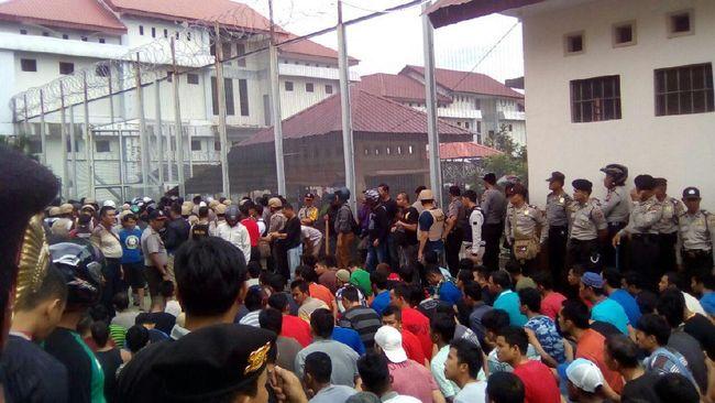 Pada hari raya Nyepi, sebanyak 949 orang narapidana mendapat Remisi Khusus Nyepi.