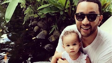 Kata John Legend tentang Peran Seorang Ibu