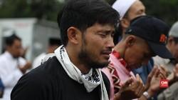 Isak Tangis Iringi Doa Pengunjuk Rasa Anti-Perppu Ormas