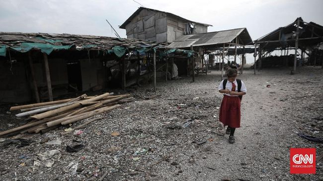 Tingkat kemiskinan Indonesia pada Maret 2018 akhirnya berada di bawah 10 persen. Namun, penurunan kemiskinan disebut terdorong besarnya anggaran bansos.