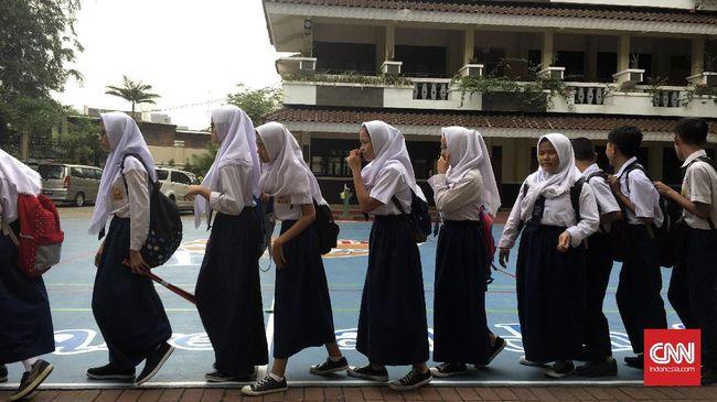 PPDB SMP di DKI Jakarta sudah dibuka, berikut adalah jadwal, syarat, ketentuan, dan jalur pendaftaran PPDB SMP di DKI Jakarta.