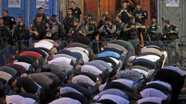 Delapan orang tewas akhir pekan kemarin dalam bentrokan berdarah di Masjid Al-Aqsa. Berikut adalah lini masa peristiwa terkait krisis tersebut.