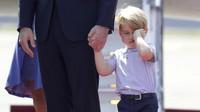 Pangeran George Dijaga Pasukan Bersenjata Selama di Sekolah